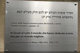 """""""Spravedlivým celého světa, kteří věnovali své životy pro lepší lidstvo""""."""